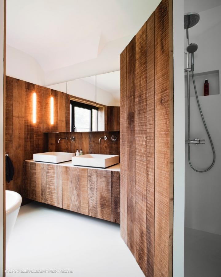 Hedendaags Tuun', een badkamer uit ruw hout en eierschaal. - Daan De Volder YV-67